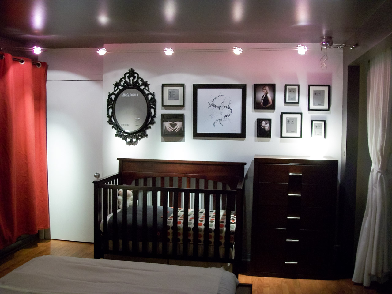 pour le nouveau membre de la famille dans le loft. Black Bedroom Furniture Sets. Home Design Ideas